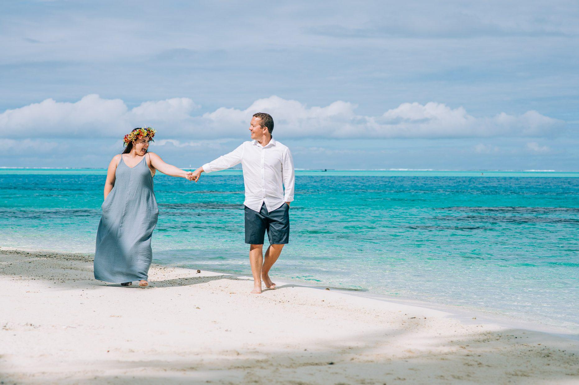 honeymoon couple photoshooting in bora bora